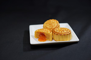 Golden Lava Mooncake